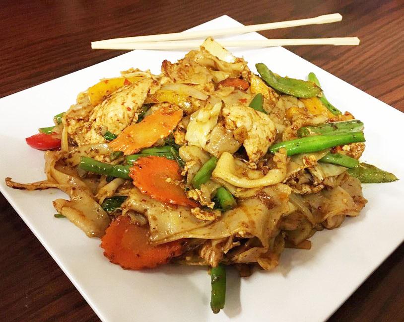 Pud Khee Mao (Spicy Basil Drunken Noodle) Image