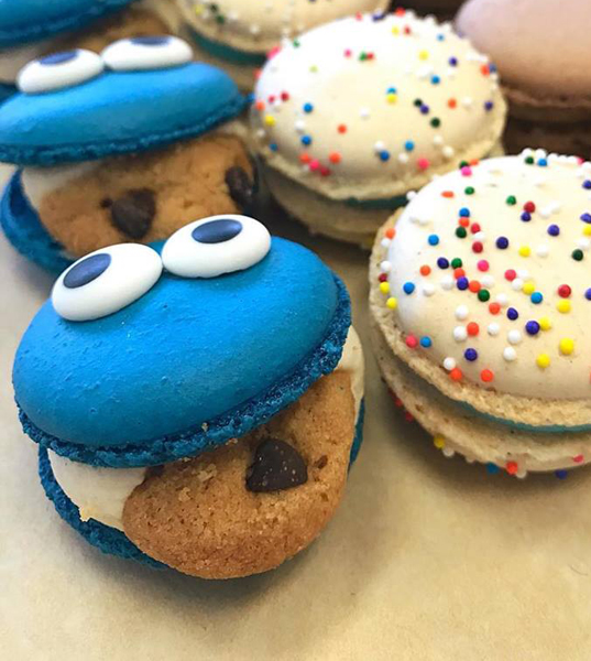 Cookie Monster Macaron Image