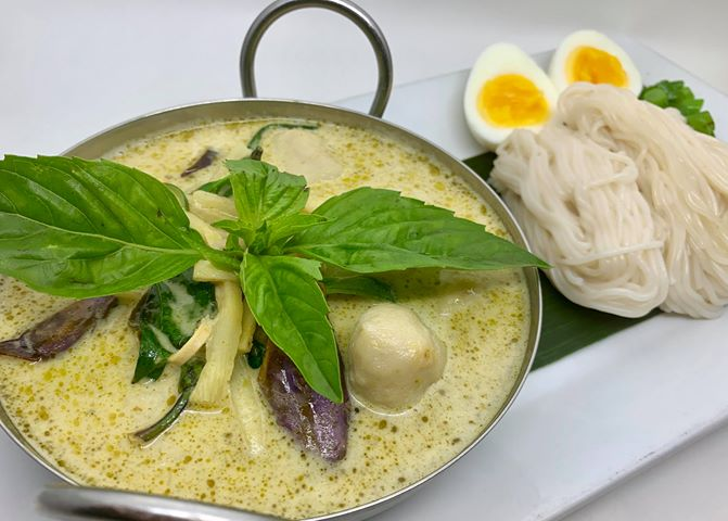T6. Homemade Fish Balls Green Curry Noodle (Kanom Jeen Kaeng Keaw Waan)