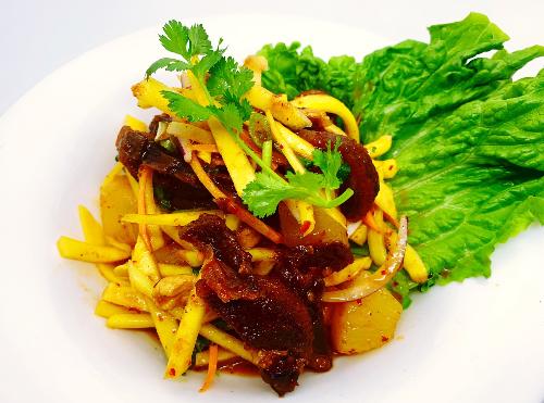 S21. Crispy Duck Mango Salad (Yum Ped Grob)