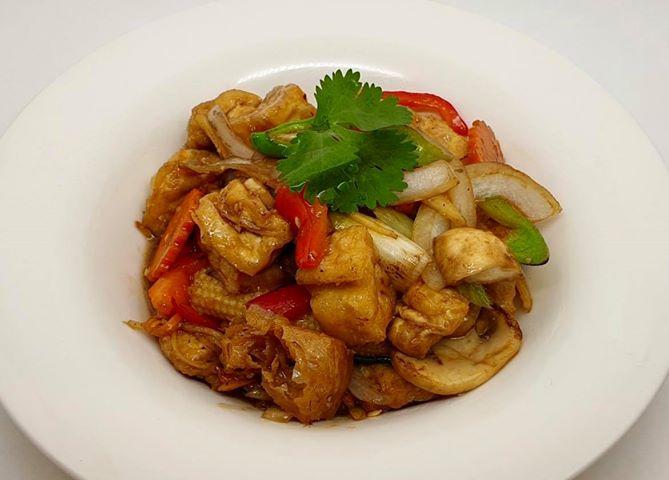 E7. Wok Cashew Nut (Pad Med Ma Muang)