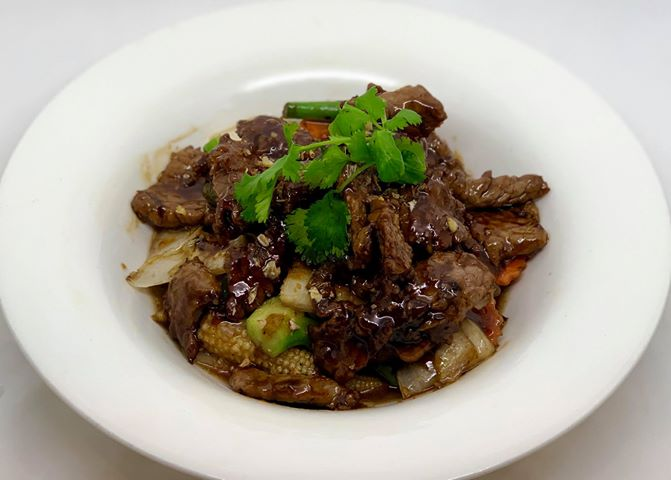 E5. Wok Garlic Sauce (Pad Kra Tiam)