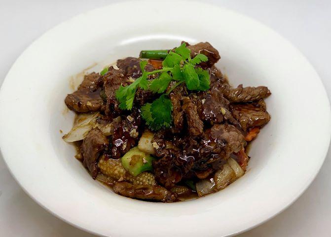 E5. Wok Garlic Sauce (Pad Kra Tiam) Image