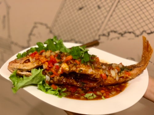 Q1.Whole Crispy Red Snapper W/ Sweet Chili Sour Sauce (Pla Sam Ros)