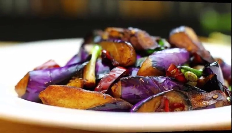 V14. Eggplant w. Garlic Sauce