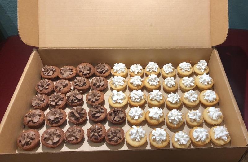 100 Mini cupcakes Image