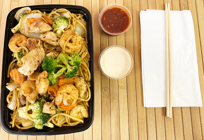 Chicken and Shrimp w/ Noodles Entree Image