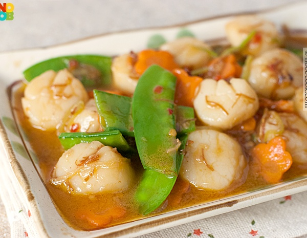 S6. Fresh Scallops w. Garlic Sauce