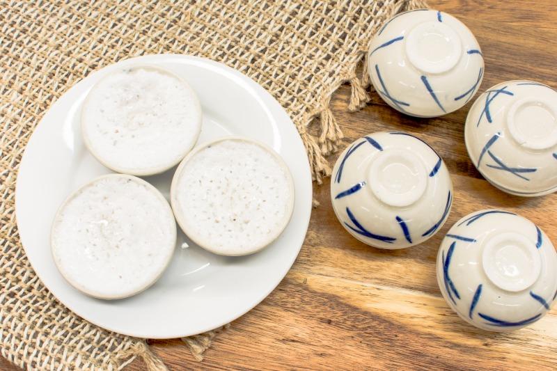 Coconut pudding (Kanom Tuay)