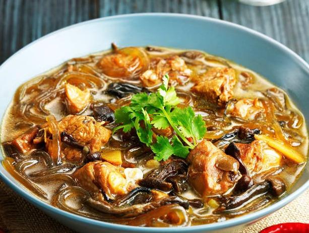 Chicken Stewed w. Mushrooms 小鸡炖蘑菇 Image