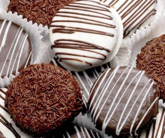 Chocolate Covered Oreos Image