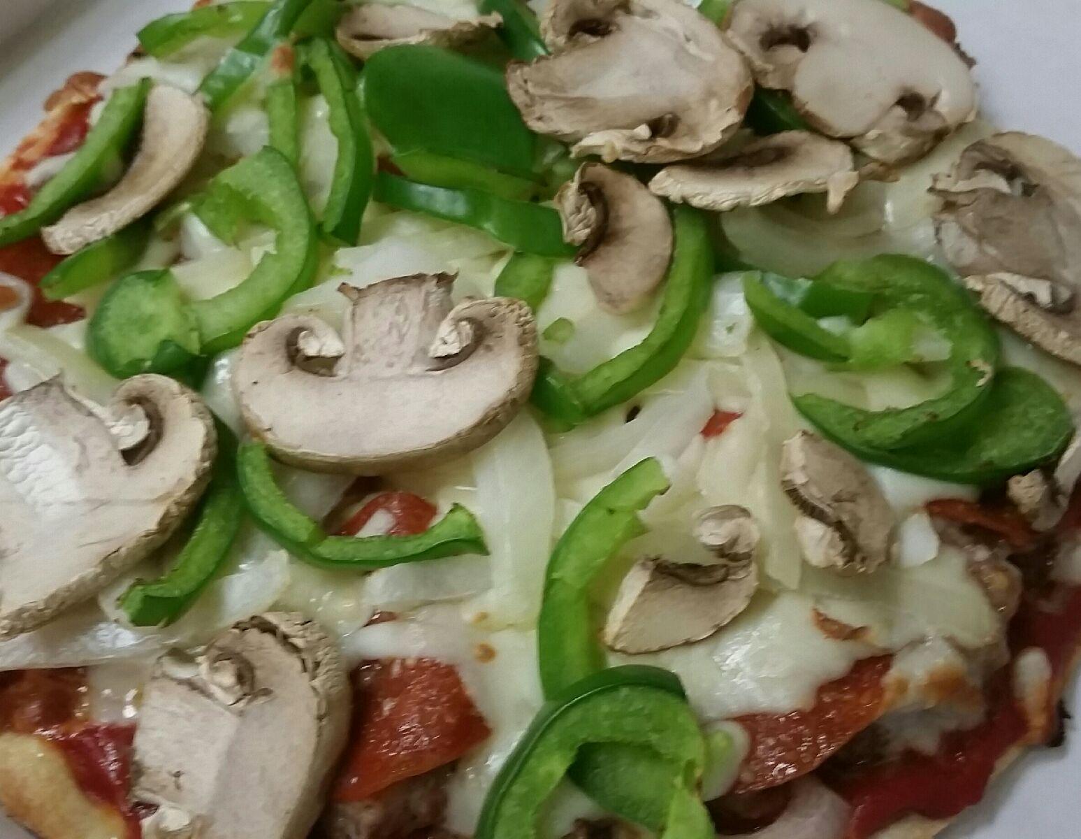 Elicias Deluxe Pizza Image