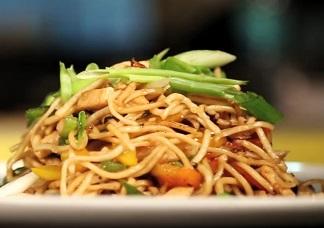 Schezuan Chicken Noodles Image
