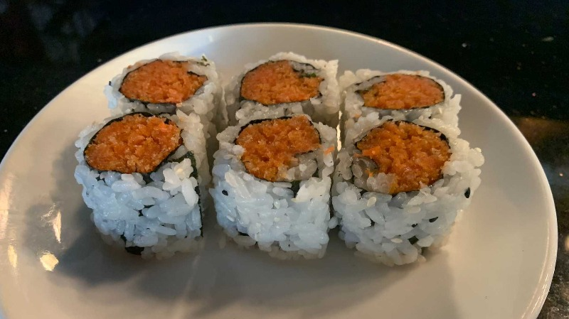 Spicy Salmon w. Crunchy Roll