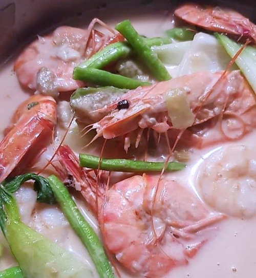Kadu Niyuk Uang (Shrimp in Coconut base stew)