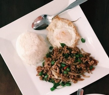 Stir-fried minced chicken with fried egg (Lunch)