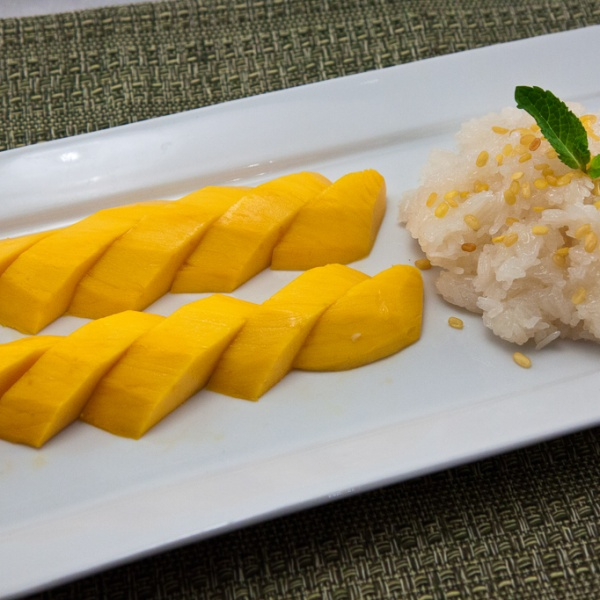 Mango With Sweet Sticky Rice Image