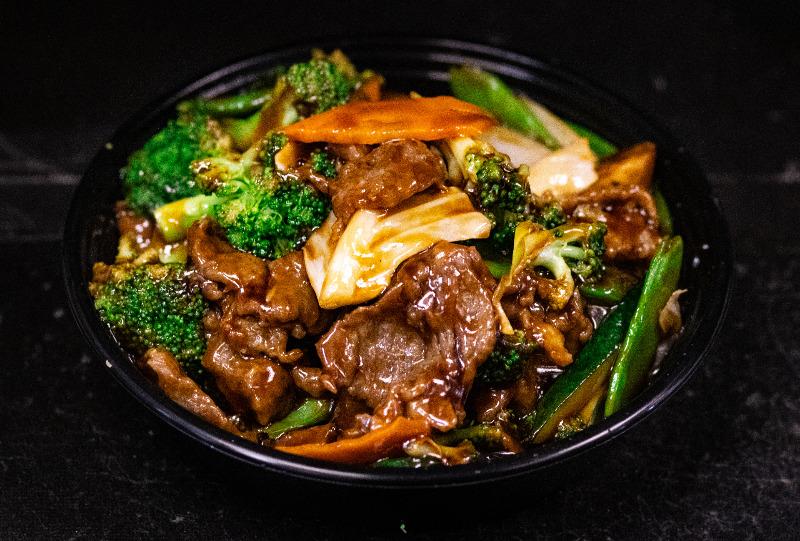 102. 什菜牛 Beef w. Mixed Vegetable Image