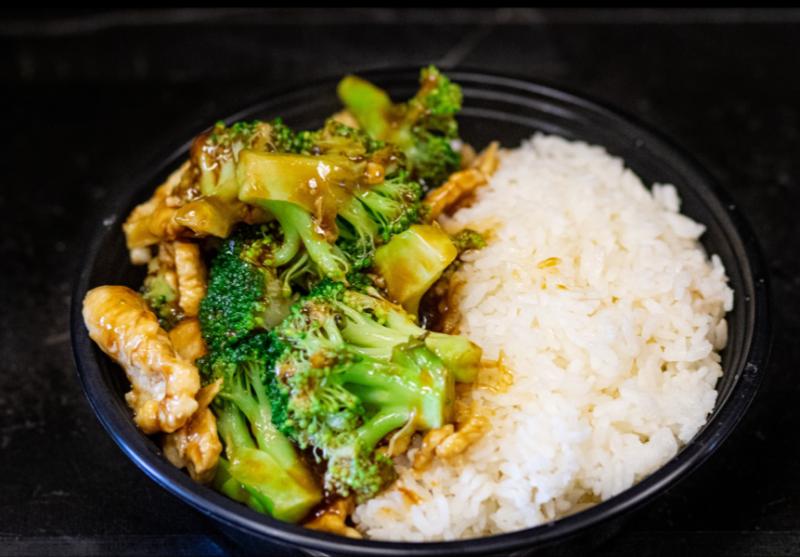 L 7. 芥蓝鸡 Chicken w. Broccoli Image