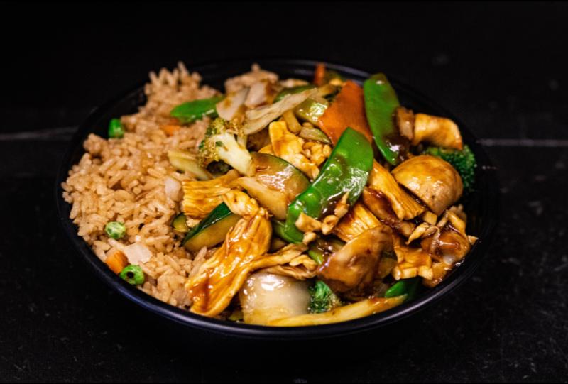 L 8. 什菜鸡 Chicken w. Mixed Vegetables Image