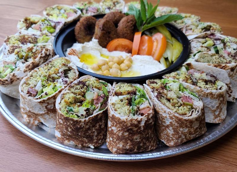 Familia Falafel Platter Image