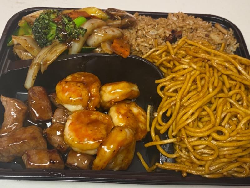 7. 铁板牛虾Steak and Shrimp Hibachi