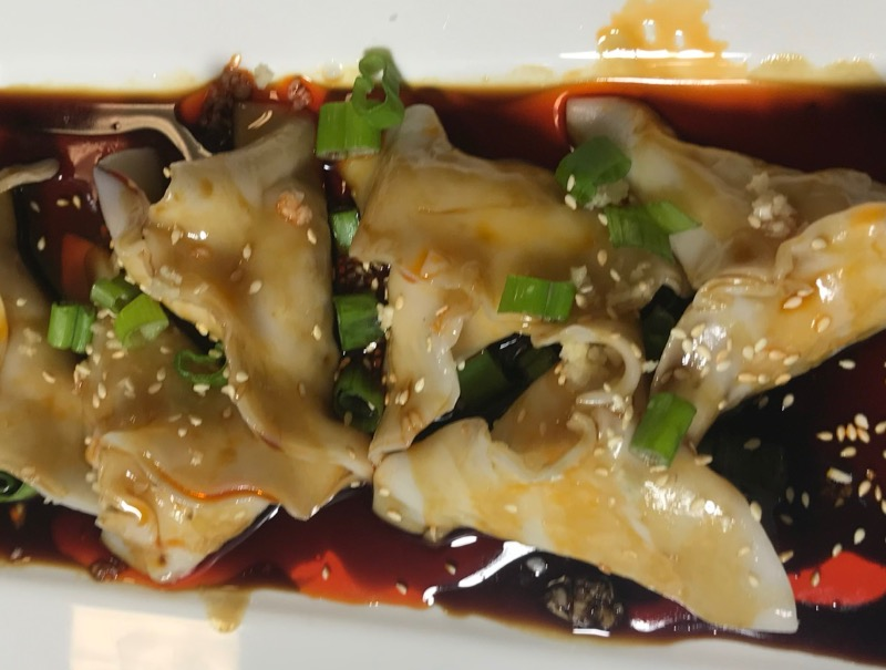 麻油蒸鸡饺 Steamed Chicken Dumpling in Spicy Sesame  peanut Sauce