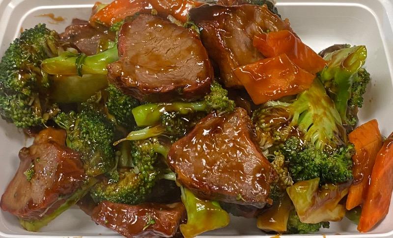 芥兰叉烧 Roasted Pork w. Broccoli
