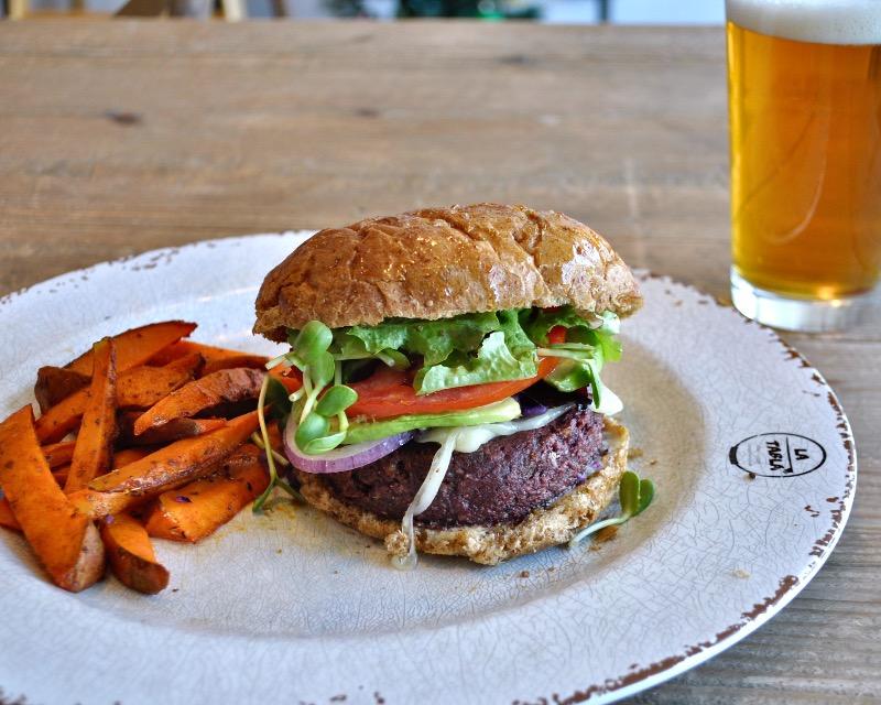 Mon - Amazing House made veggie burger Image