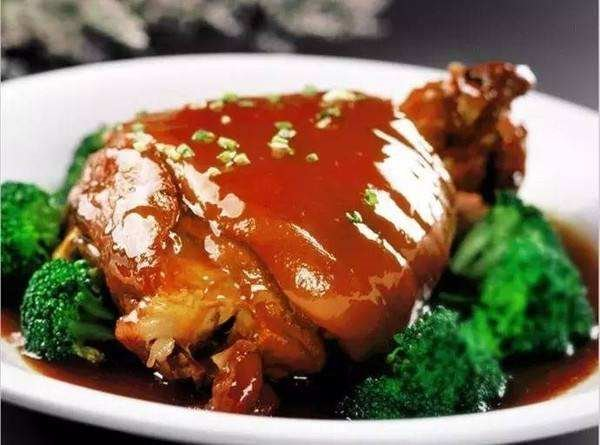 Braised Pig Hock (Elbow)  扒肘子 Image