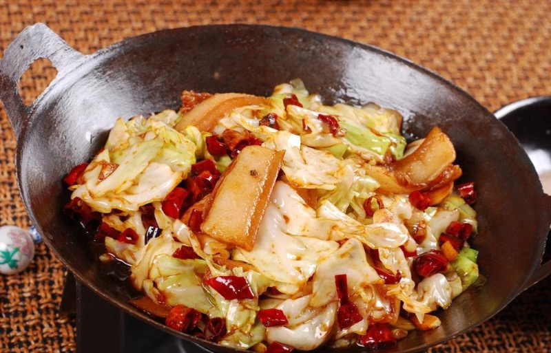Griddle Spicy Cabbage w. Pork  干锅包菜