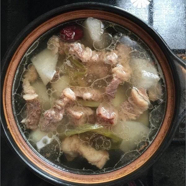 D6. Beef with Radish Soup  牛肉萝卜汤 Image