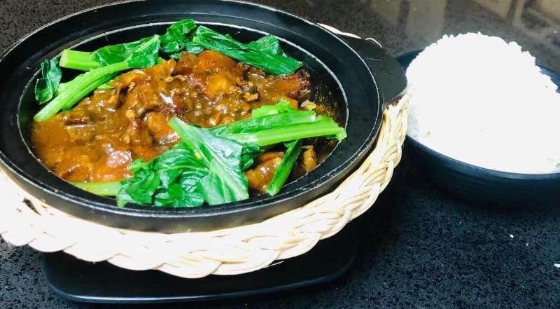 Preserved Vegetables & Pork Claypot