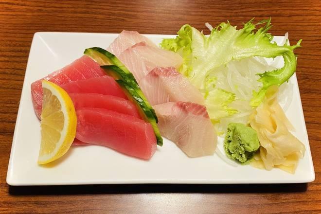 Hamachi & Ahi Red Tuna Sashimi (8 pcs)
