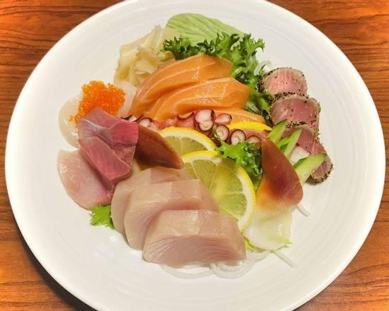Assorted Sashimi (16 pcs) Image