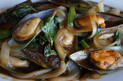 Spicy Lemongrass Mussels- Chem Chep Xao Xa Ot