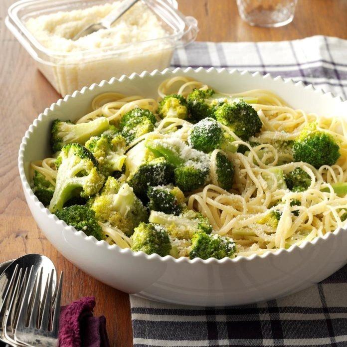 Spaghetti with Fresh Broccoli Image