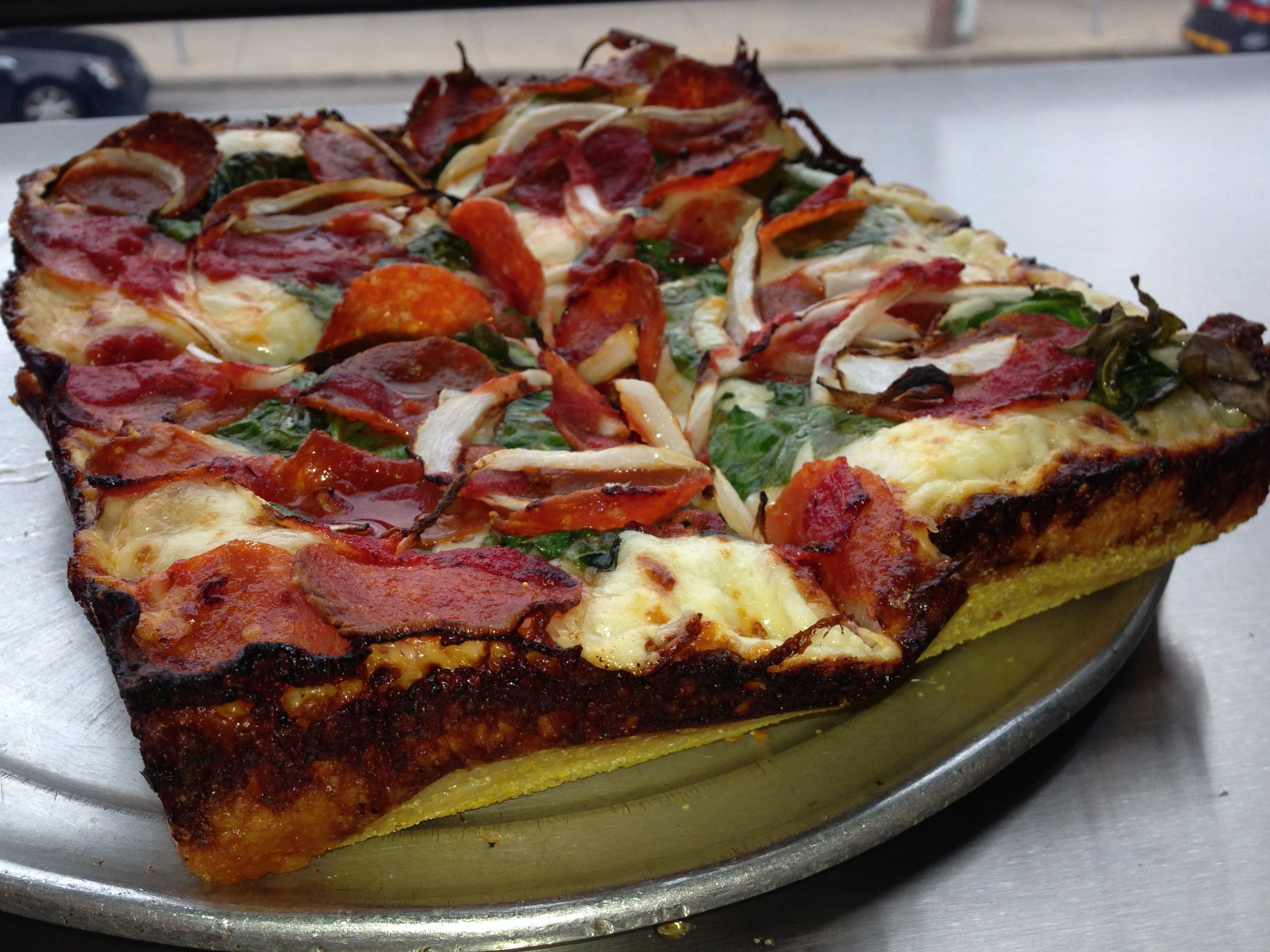 Regular 1-topp DETROIT pizza $13