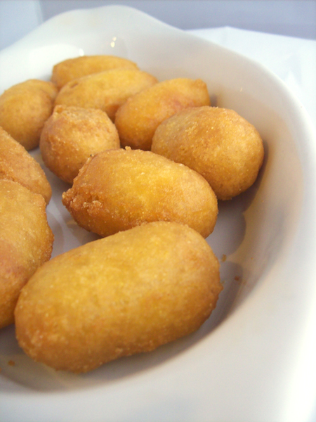 Mini Corn Dogs (12) Image