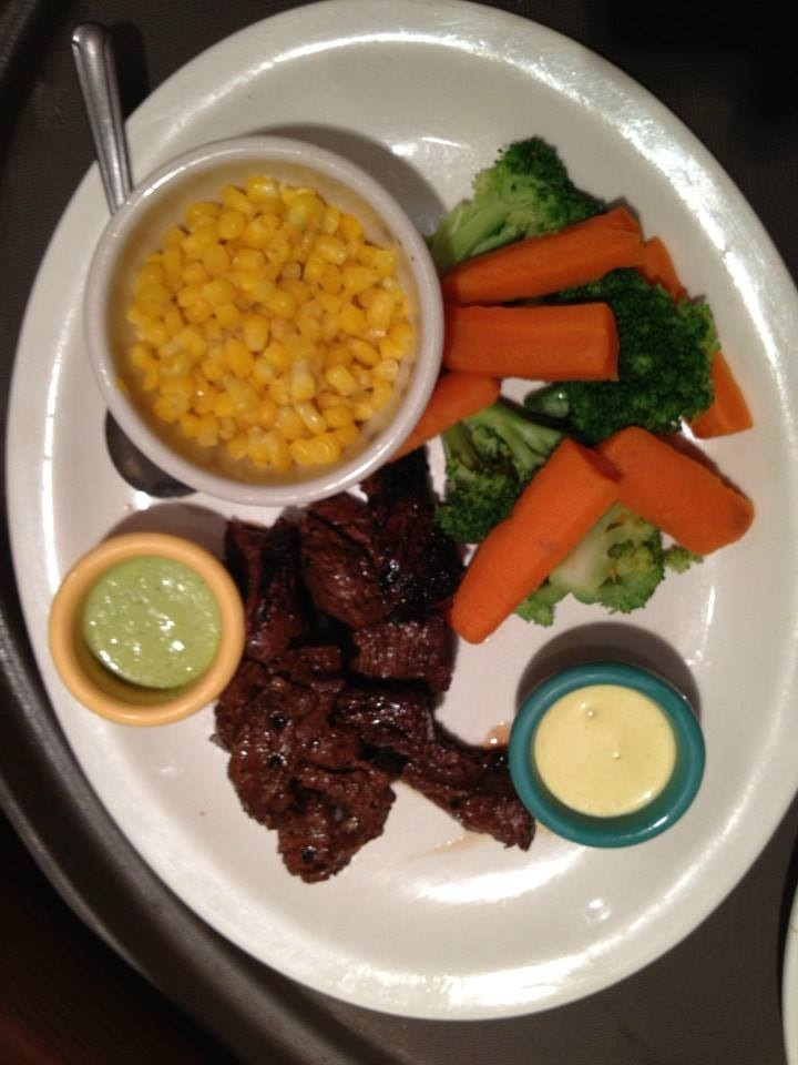 8 OZ STEAK + 2 SIDES ORDER Image