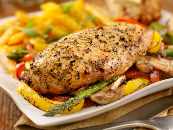 GRILLED CHICKEN BREASTS, POTATOES & VEGETABLES