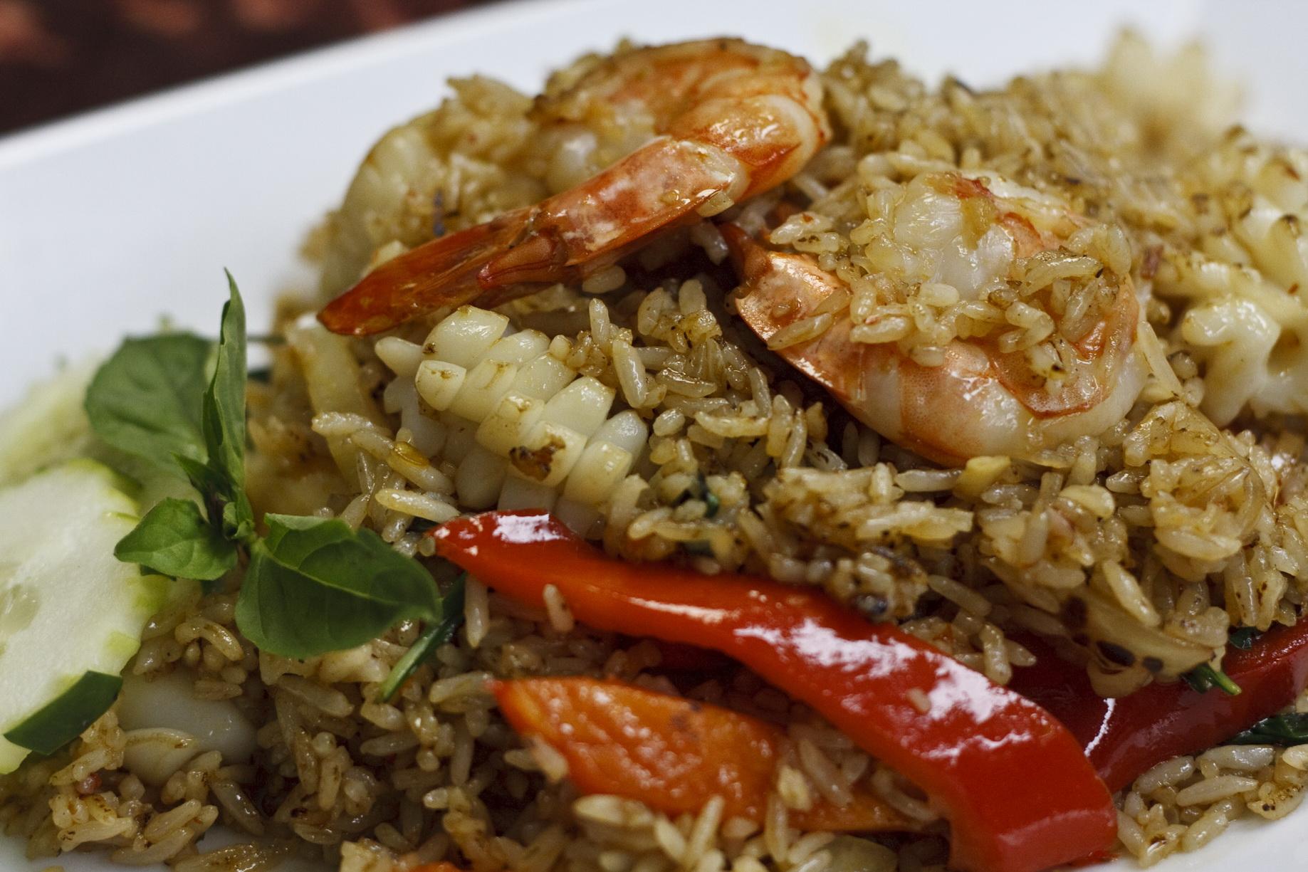(46) Kao-Pad-Ga-Pow (Basil Fried Rice) Image
