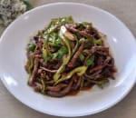 小椒牛肉 Shredded Beef w. Hot Pepper in Brown Sauce