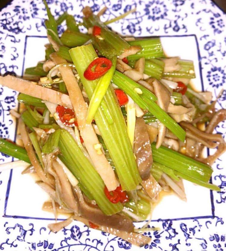 10. Pickled Pepper Tripe 米椒肚丝