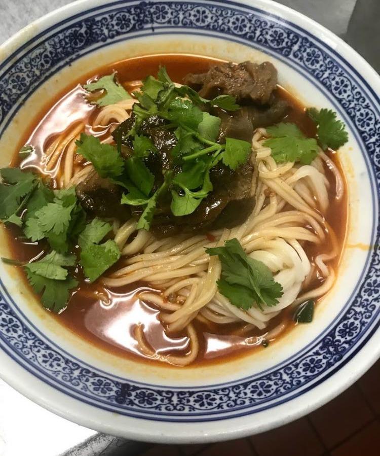 51. Noodle w. Beef 红烧牛腩面