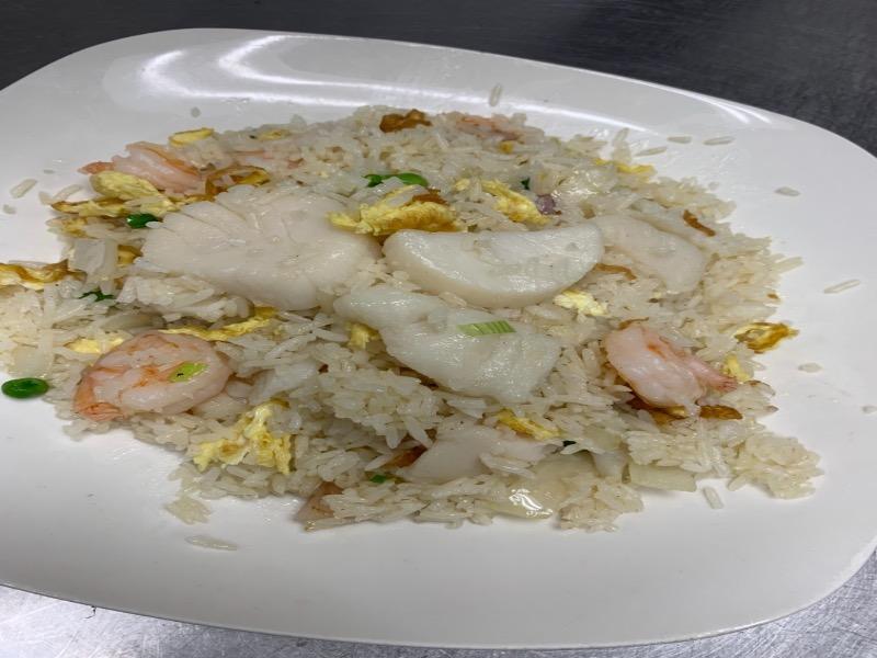 35. Seafood Fried Rice 海鲜炒饭