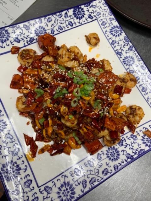 S12. Jumbo Shrimp w. Dry Pepper 脆椒虾仁