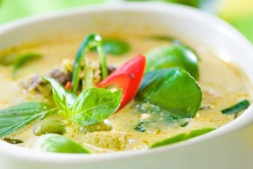 Green Curry (แกงเขียว)