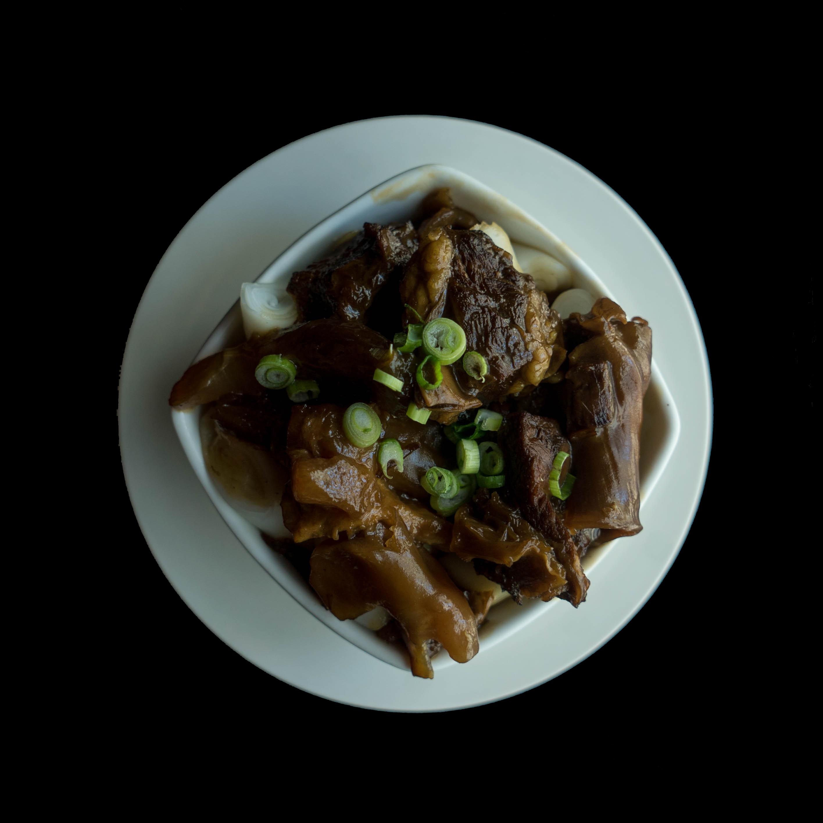 22.牛腩肠粉 Stewed Beef Brisket w/  Rice Noodle Rolls