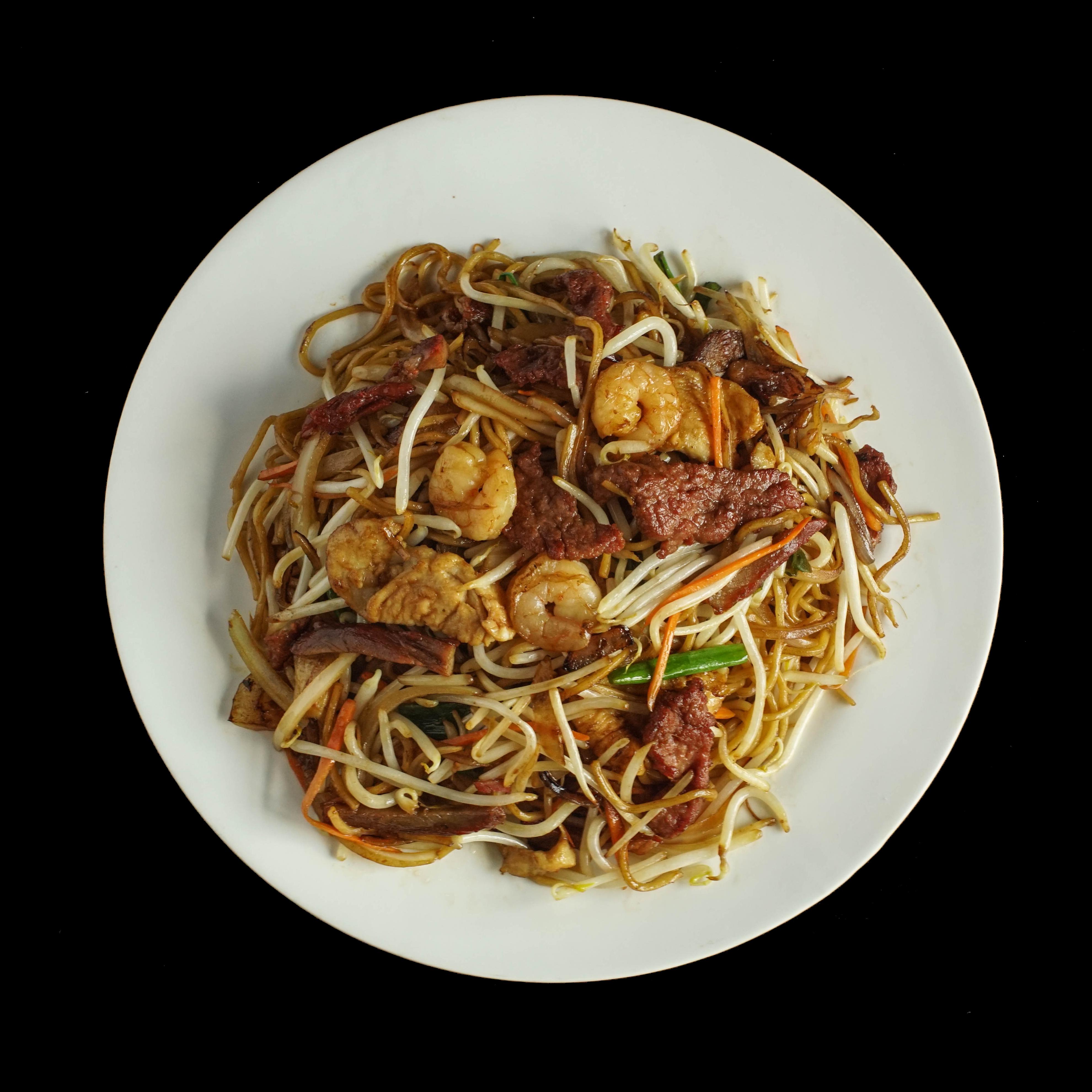 108. 招牌粗面 House Special Combination Thick Egg Noodle Image